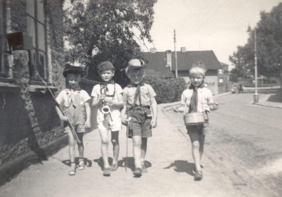 Karl Peter Hemmingsen, Niels Nielsen (- flyttede til Jylland), Peter Frandsen, Ebbe Valentin Jørgensen ca. 1952. Musikanterne på Havnevej.