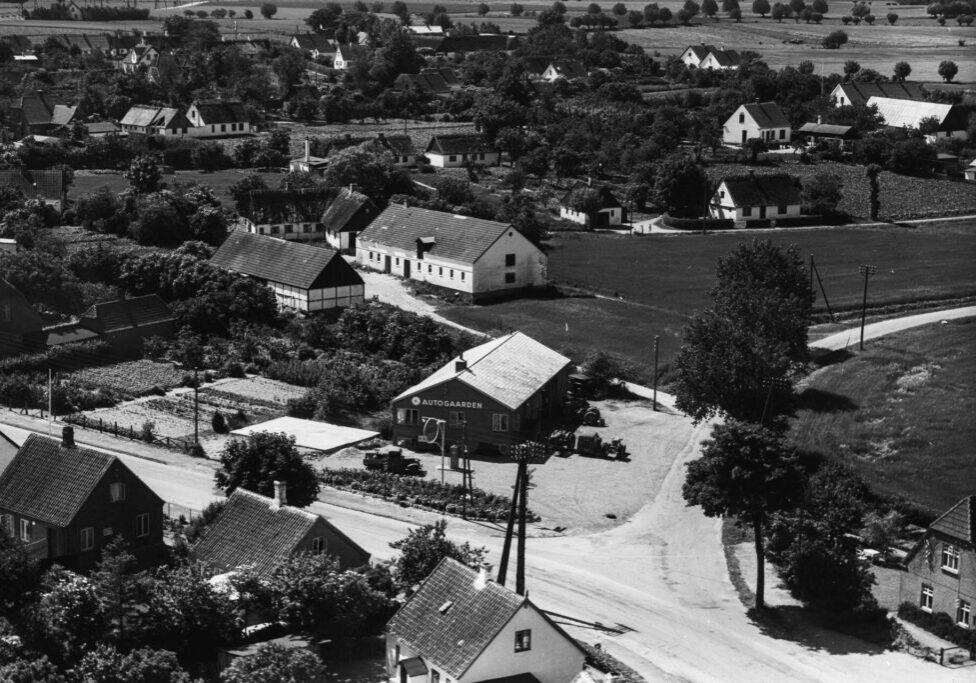Skibinge ved vejen til Rones Banke 1956 (OD02111_018) x